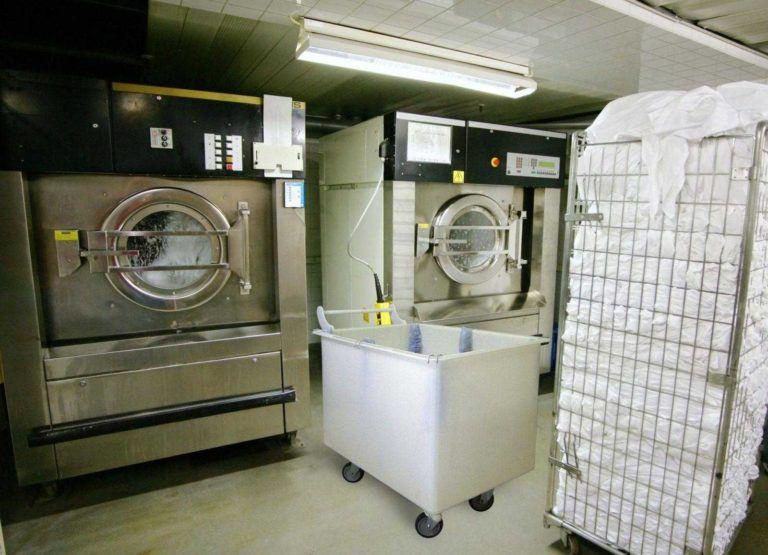 imagem foto carrinho cuba ergonomico de 420 litros em plastico macam brasil lavanderia