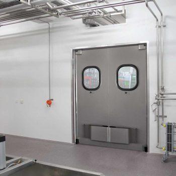porta vai e vem dr300 em fabrica interior de sao paulo