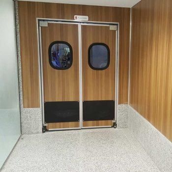 porta vai e vem em abs macam brasil dr300 com acabamento amadeirado para divisao de ambientes